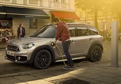 THE MINI COUNTRYMAN PLUG-IN HYBRID. POWER UP YOUR HYBRID KNOW-HOW.